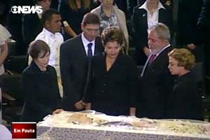Dilma e Lula no velório de Alencar (Foto: Reprodução / TV Globo)
