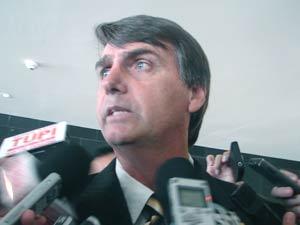 O deputado Jair Bolsonaro (PP-RJ) no velório de José Alencar (Foto: Mariana Oliveira/G1)