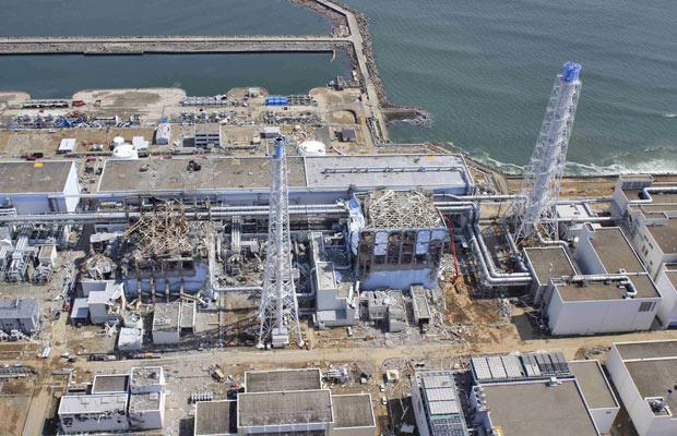 Complexo de Fukushima Daiichi, visto em foto aérea do dia 24 de março (Foto: Reuters)