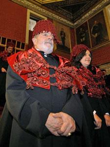O ex-presidente Lula durante a cerimônia na Universidade de Coimbra (Foto: AFP)