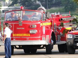 Carro histórico dos Bombeiros que será usado no cortejo de José Alencar (Foto: Flávia Cristini/G1 MG)