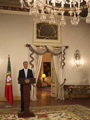 O presidente Anibal Cavaco Silva durante o anúncio do palácio presidencial Belem, em Lisboa (Foto: Armando Franca / AP)
