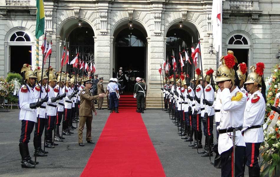 Palácio da Liberdade é guardado por militares e preparativos para velório são finalizados (Foto: Cintia Paes/G1)