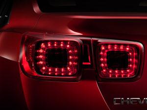 Nova geração do Chevrolet Malibu tem traseira inspirada no Camaro (Foto: Divulgação)