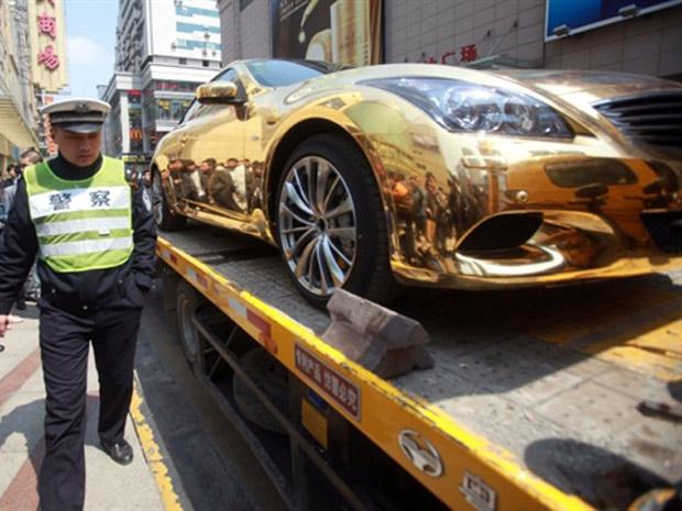 Durante a ação de marketing, carro foi apreendido por estar sem documento.  (Foto: AFP)