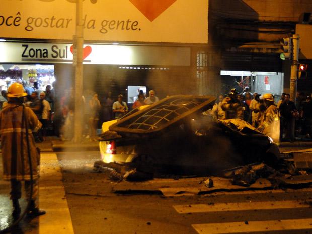 Bueiro explode em Copacabana nesta sexta (1º) (Foto: Fabio Cruz de Souza/Arquivo Pessoal)