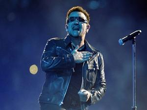 Bono durante show na Argentina no último sábado (2).  (Foto: AFP)