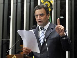 Senador Aécio Neves (PSDB-MG) em discurso de oposição ao governo Dilma (Foto: Geraldo Magela/ Agência Senado)