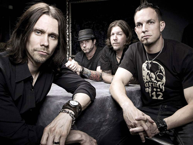 Myles Kennedy (1º da esq.) com o Alter Bridge, banda formada por membros do Creed (Foto: Divulgação)