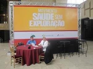 Presidente do Sindimedico-DF faz plantão para esclarecer sobre paralisação (Foto: Vinicius Werneck/G1)