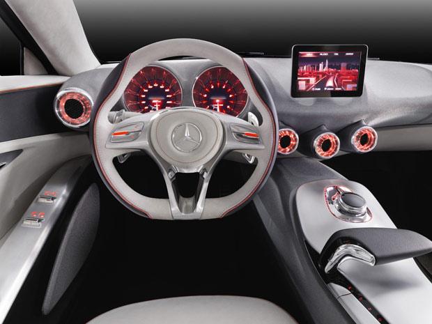 Tema do interior do Mercedes-Benz Concept A-Class é a engenharia aeronáutica (Foto: Divulgação)