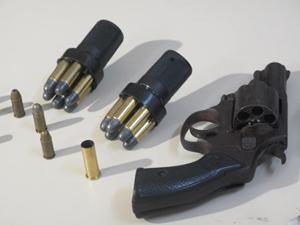 Armas e munições utilizadas por Wellington (Foto: Thamine Leta/G1)