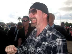 The Edge, guitarrista do U2, na saída do Palácio da Alvorada, após encontro da banda com a presidente Dilma Rousseff (Foto: Débora Santos/G1)