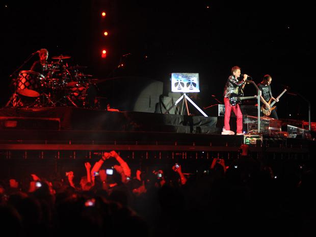 O trio de indie rock Muse abre o show do U2 no Morumbi, em SP (Foto: Flavio Moraes/G1)