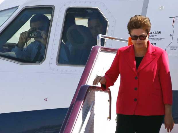 Dilma Rousseff chega a Pequim. Piloto registrou o momento em que a presidente deixou o avião. (Foto: David Gray / Reuters)