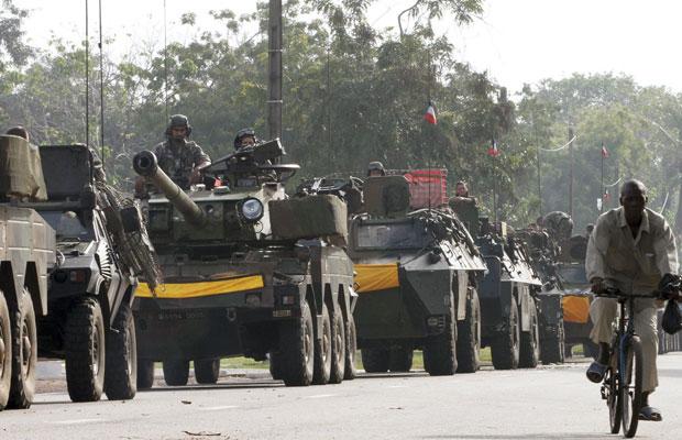 Forças francesas se preparam para ação no sul do país (Foto: Luc Gnago/Reuters)