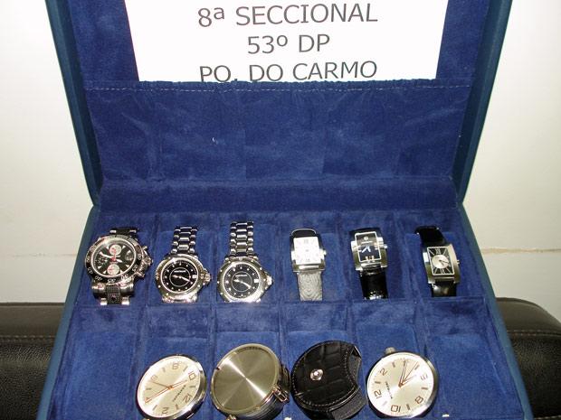 Relógios apreendidos com os dois suspeitos presos por receptação na Zona Leste de São Paulo (Foto: Divulgação/8ª Seccional -53º DP Parque do Carmo)