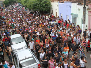 Enterro radialista (Foto: Guga Matos/JC Imagem/AE)