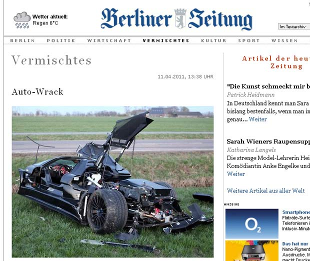 Carro esportivo Gumpert Apollo ficou destruído com a batida. (Foto: Reprodução/Berliner Zeitung)