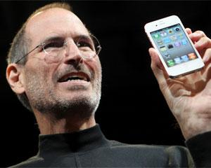 Steve Jobs mostrou iPhone 4 branco durante apresentação do aparelho (Foto: Robert Galbraith/Reuters)