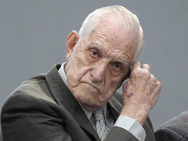 Reynaldo Bignone em 10 de abril de 2010 (Foto: AP)
