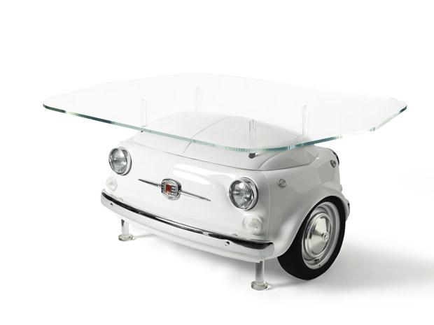 Mesa 'Picnic' faz parte da coleção de móveis inspirada no Fiat 500 (Foto: Divulgação)