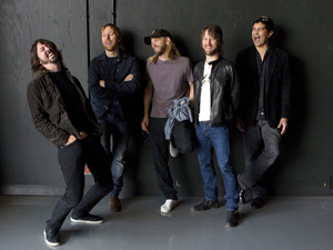 Dave Grohl, Nate Mendel, Taylor Hawkins, Chris Shiflett e Pat Smear (Foto: AP)