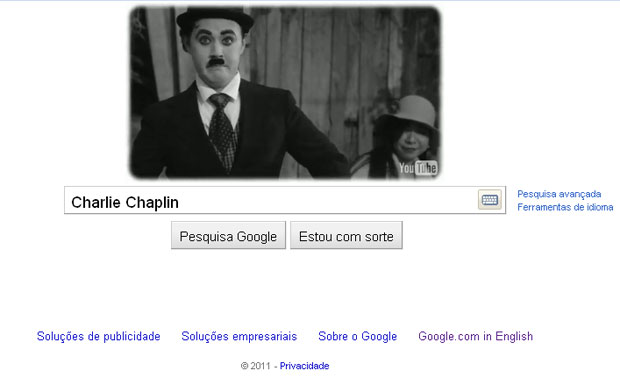 O Google substitui o logo da sua página inicial por um vídeo criado pela empresa para homenagear o aniversário de 122 de nascimento de Charlie Chaplin, nascido em 16 de abril de 1889. No logo em formato de vídeo, um ator interpreta o personagem Carlitos, o mais famoso de Chaplin. (Foto: Reprodução)