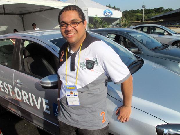 O bancário Moisés testou um automático e vai comprar seu primeiro carro 0km (Foto: Rafael Italiani/G1)