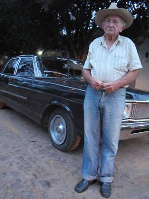 Raimundo Daltro Galvão, de 85 anos, um dos garimpeiros mais antigos de Pedro II. (Foto: Anay Cury/G1)
