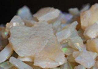 Pedras de opala em sua forma bruta (Foto: Carlos Augusto Ferreira Lima/Sebrae)