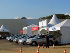 Visitantes podem testar veículos adaptados (Foto: Rafael Italiani/G1)