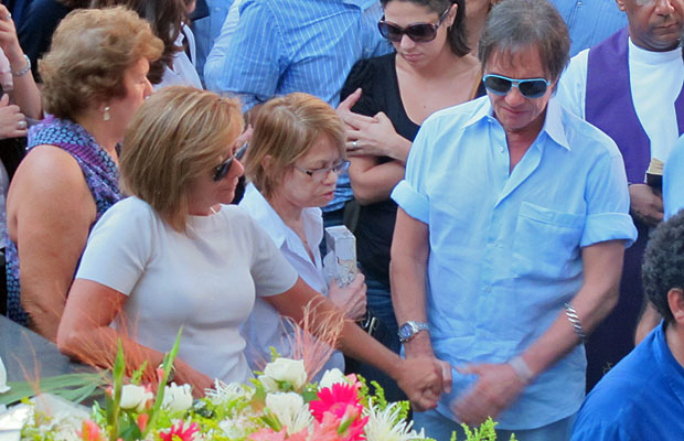 Roberto Carlos acompanhou o enterro da filha em São Paulo (Foto: Laura Brentano/G1)