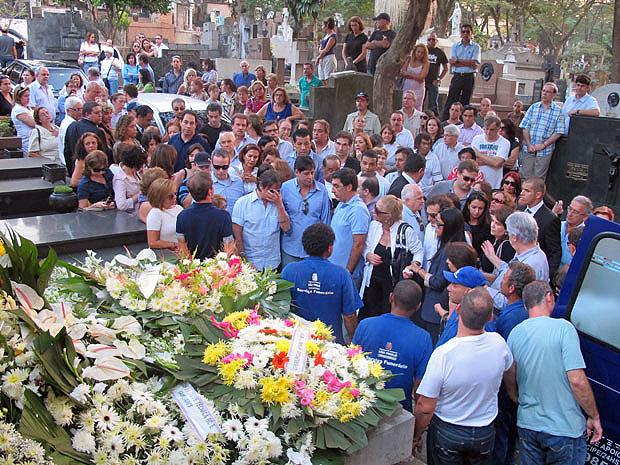 Familiares de Roberto Carlos acompanharam o enterro em São Paulo  (Foto: Laura Brentano/G1)