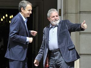 O primeiro- ministro da Espanha, José Luiz Rodriguez Zapatero, recebe o ex-presidente Lula. (Foto: AFP)
