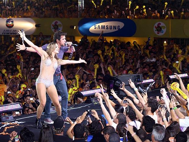 Tuca Fernandes surpreende e sobe ao palco para acompanhar Cláudia Leitte (Foto: Maurício Vieira)