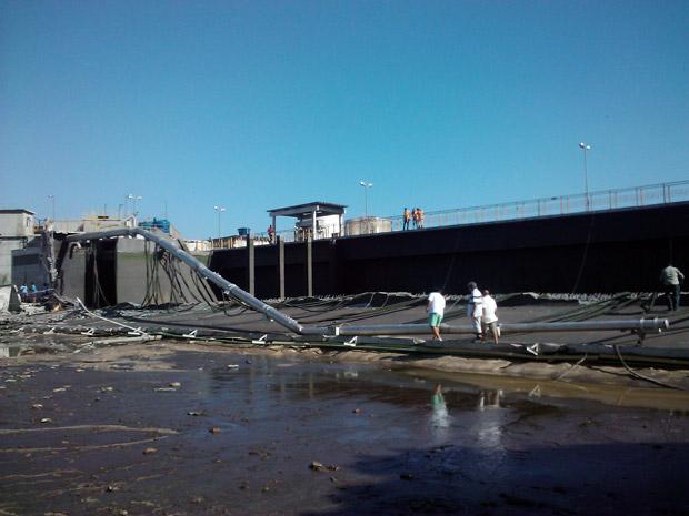 Estação de Tratamento de esgoto se rompeu neste domingo (17) em Niterói (Foto: Bernardo Tabak/G1)