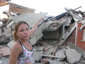 A vendedora Juliete lamenta o desabamento (Foto: Tássia Thum/G1)