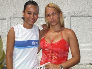 Mãe e filha em Realengo (Foto:  Carolina Lauriano)