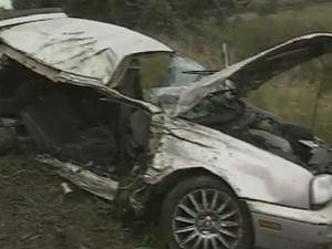 Carro ficou totalmente destruído (Foto: Reprodução/TV Globo)
