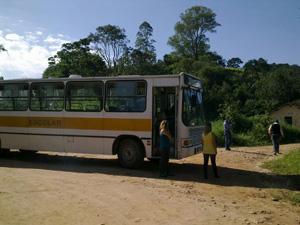 Ônibus escolar que as meninas pegavam foi usado na simulação (Foto: Juliana Cardilli/G1)