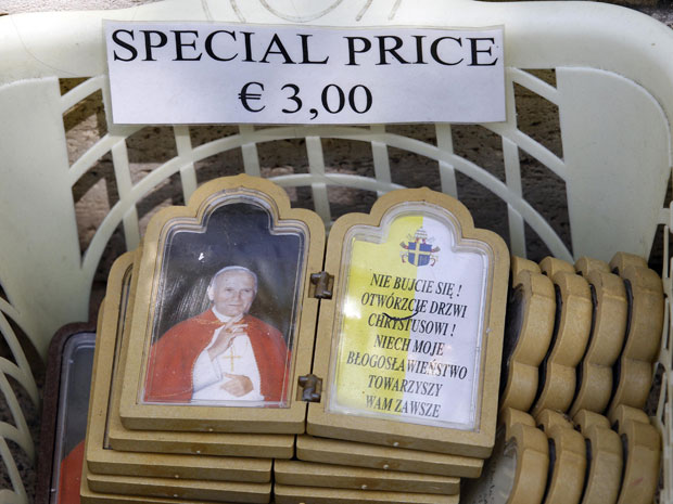 G1 Lojas Romanas Vendem Souvenirs Para Beatificação De João Paulo