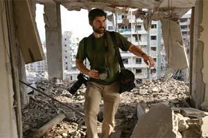 O fotógrafo Chris Hondros, da agência Getty, durante cobertura no Líbano em 2006 (Foto: AP)