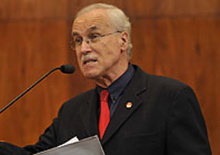Deputado Raul Carrion durante defesa do Projeto de Lei na Assembleia Legislativa (Foto: Divulgação/Marcos Eifler/Agência Assembleia Legislativa)