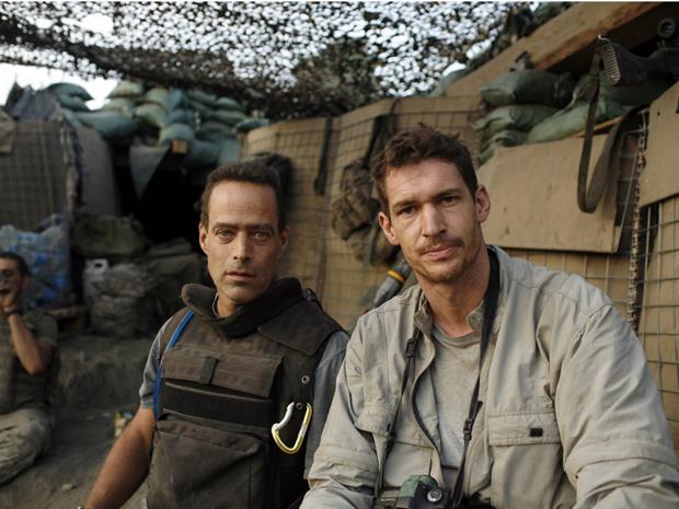 Sebastian Junger e Tim Hetherington (à direito), diretores de 'REstrepo', em foto não datada (Foto: Tim Hetherington/Outpost Films via The New York Times)