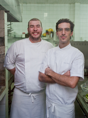 Chefs Gabriel e Felipe, do restaurante Dois (Foto: Daigo Oliva/G1)