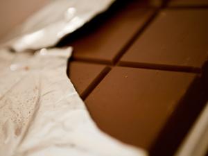 Chocolate passa por longo e delicado processo antes de ser comercializado (Foto: Daigo Oliva/G1)