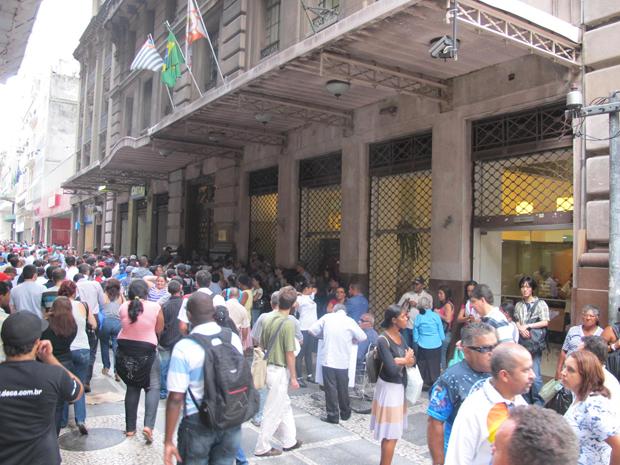 Sem-teto fazem manifestação (Foto: Reprodução/TV Globo)