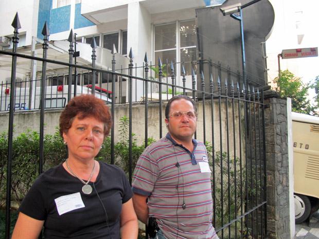 Rosana e Maurício, que tem parentes internados no hospital, reclamam da falta de informações (Foto: Luciana Rossetto/G1)