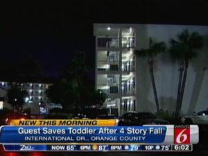Apartamento de onde a criança caiu (Foto: WKMG )
